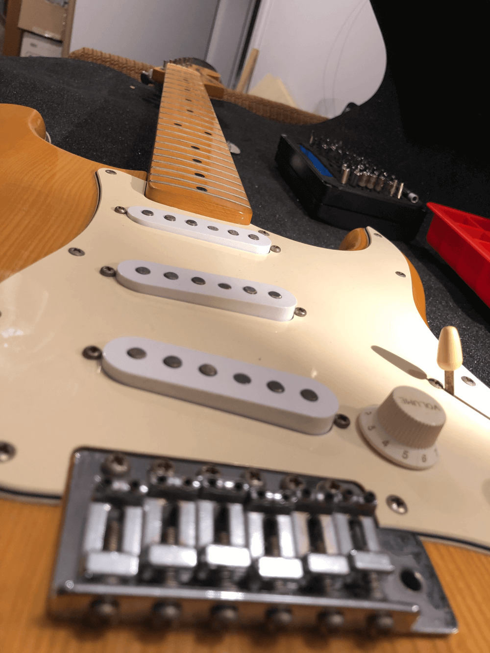 Photo contains the vintage greco statocaster shown from the b